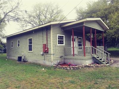 Lockhart Single Family Home Pending - Taking Backups: 1309 Green St