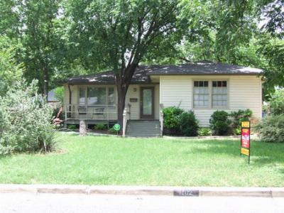 Single Family Home Sold: 1002 E 38th St