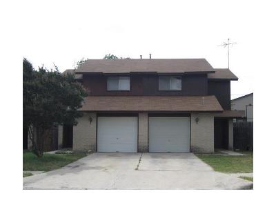 Killeen Condo/Townhouse For Sale: 1106 Royal Crest Dr