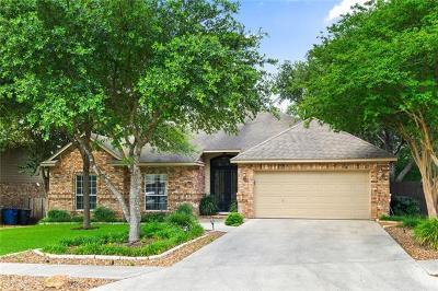 New Braunfels Single Family Home Pending: 33 Oak Blf