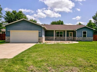 Bastrop Single Family Home For Sale: 118 Ninole Ct