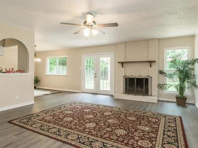 Round Rock Single Family Home For Sale: 720 Cactus Dr