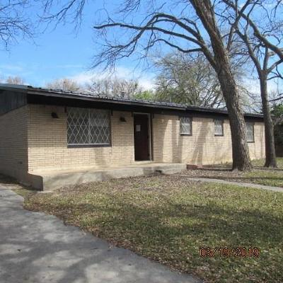Lampasas Single Family Home For Sale: 1417 W 4th St