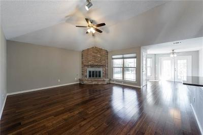 Leander Single Family Home Pending - Taking Backups: 607 Beverly Ln
