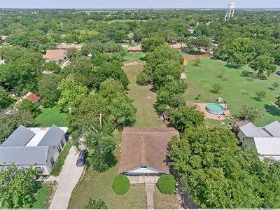 Lockhart Single Family Home For Sale: 711 Bois Darc St