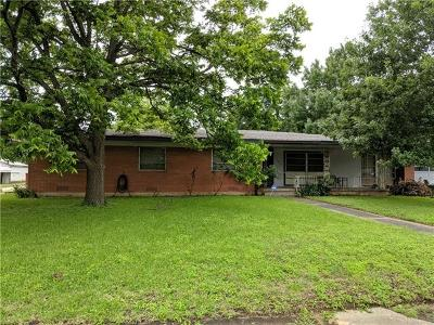 Single Family Home For Sale: 106 W 11th St