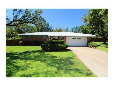 Lampasas Single Family Home For Sale: 104 N Willis St