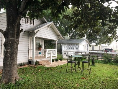 Smithville TX Single Family Home For Sale: $149,900