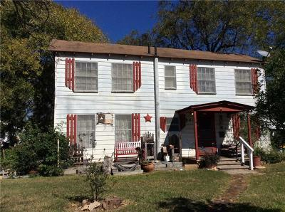 Giddings Single Family Home For Sale: 145 E Liberty St