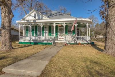 New Braunfels Single Family Home Pending: 878 W Mill St