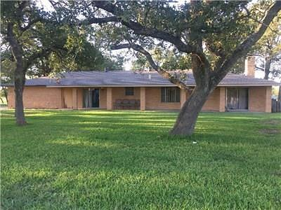 Giddings Single Family Home For Auction: 1093 County Road 205