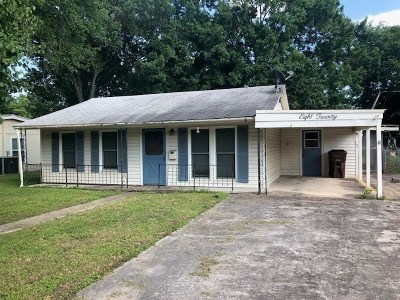 Lockhart Single Family Home Pending - Taking Backups: 820 W Live Oak St