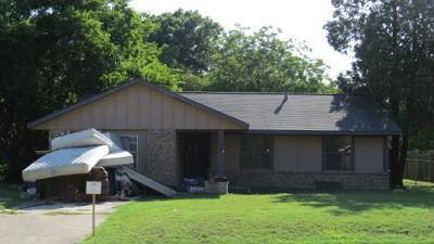 Lockhart Single Family Home For Sale: 525 S Church St