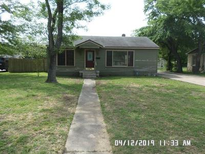Lockhart TX Single Family Home For Sale: $110,000