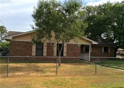 Giddings Single Family Home Active Contingent: 100 Mesquite St