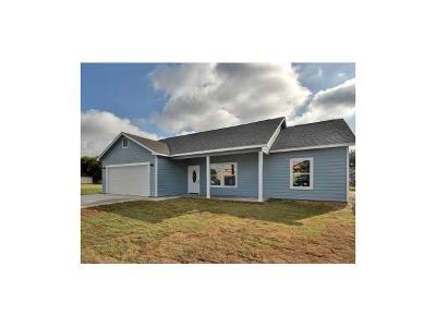 Lockhart Single Family Home For Sale: 908 Crockett St