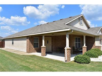 Hutto Single Family Home For Sale: 211 Foxglove Dr
