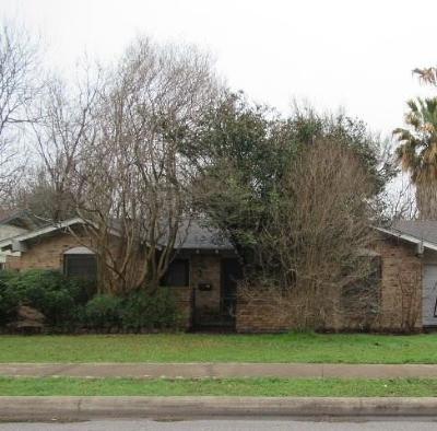 Austin Single Family Home Pending - Taking Backups: 9803 Oak Hollow Dr