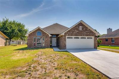Lockhart Single Family Home For Sale: 104 Quail Cv