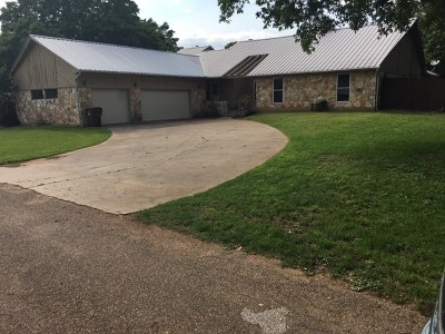 Rockdale TX Single Family Home For Sale: $229,900