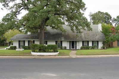 Single Family Home Pending - Taking Backups: 2605 Rogge Ln NE