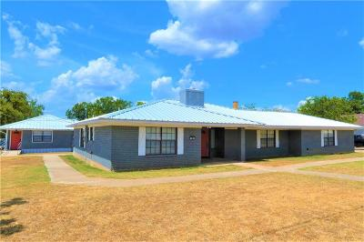 Single Family Home For Sale: 103 W Lampasas St