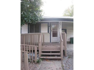 Single Family Home For Sale: 1708 Overhill Dr