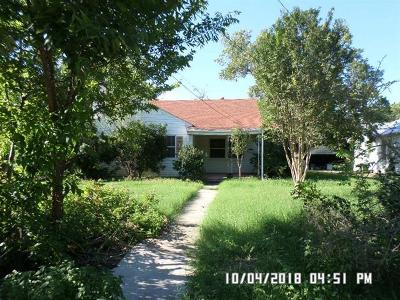 Lockhart TX Single Family Home For Sale: $115,000