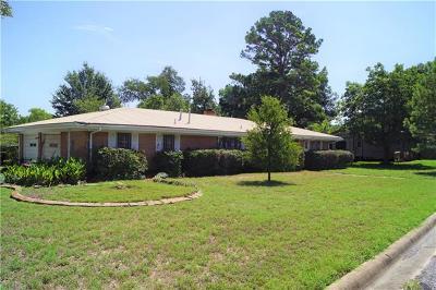 Elgin Single Family Home For Sale: 213 Warner Dr