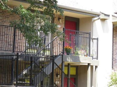 Austin Condo/Townhouse Pending - Taking Backups: 7685 Northcross Dr #526