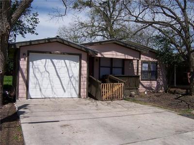 Lockhart TX Single Family Home Active Contingent: $139,000