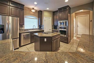 Lakeway Single Family Home For Sale: 313 Hazeltine Dr