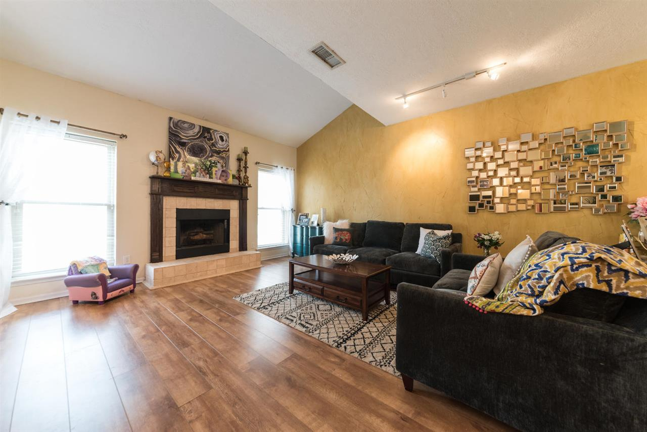 Listing: 1620 Wellington Place #1403, Beaumont, TX.| MLS# 193384 | James  McCrate | RE/MAX One | 409 866 2020 | Beaumont Texas Homes For Sale