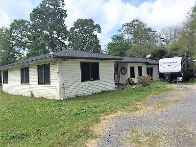 Vidor Single Family Home Pending Take Backups: 215 Laughlin St.