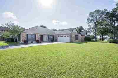 Port Arthur Single Family Home For Sale: 8418 Hollow Bend Ln