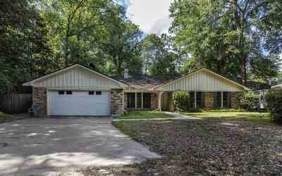 Lumberton Single Family Home For Sale: 108 Oak Creek Lane