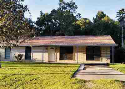 Lumberton Single Family Home Pending Take Backups: 108 Hamshire