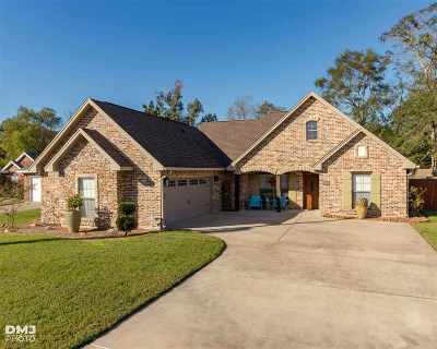 Lumberton Single Family Home Contingent On A Sale: 120 Parkway Oaks Drive