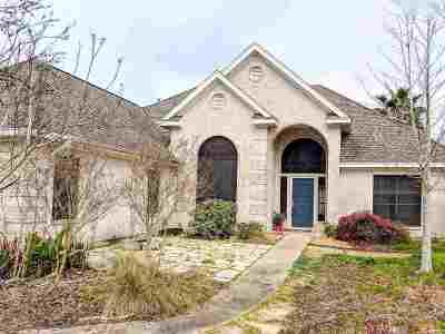 Lumberton Single Family Home Contingent On A Sale: 7708 Cobblestone Terrace