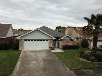 Port Neches Single Family Home For Sale: 316 Castle Dr