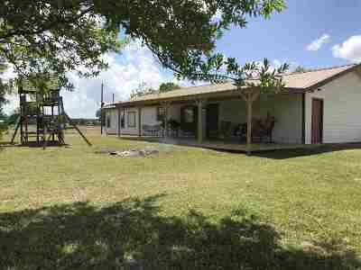 Vidor Single Family Home Contingent On Closing: 100 Gist Rd