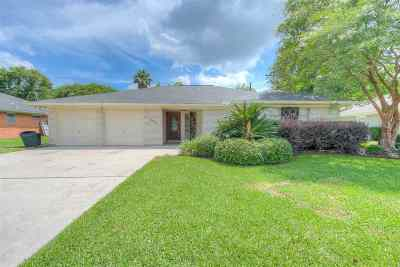 Port Neches Single Family Home For Sale: 672 E Kitchens Drive
