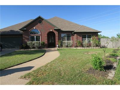 College Station Single Family Home For Sale: 2113 Walnut Grove Court
