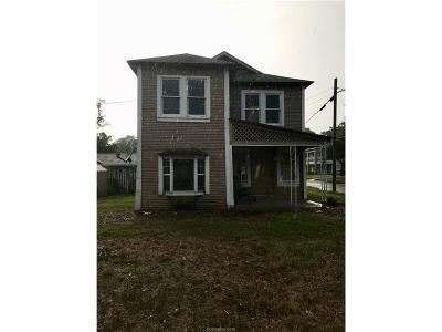 Navasota Single Family Home For Sale: 919 East Holland