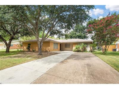 Bryan Single Family Home For Sale: 908 Lazy Lane