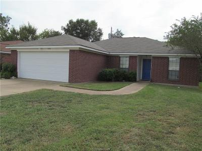 Single Family Home For Sale: 2106 Red River Drive