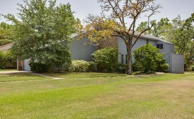 College Station Single Family Home For Sale: 2715 Sandy Circle