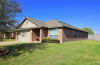 College Station Single Family Home For Sale: 911 Whitewing Lane