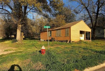 Robertson County Single Family Home For Sale: 600 South Center Street