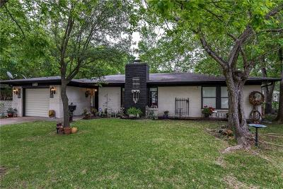 Bryan Single Family Home For Sale: 909 Lazy Lane